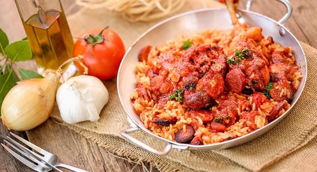 Paella au poulet et au chorizo
