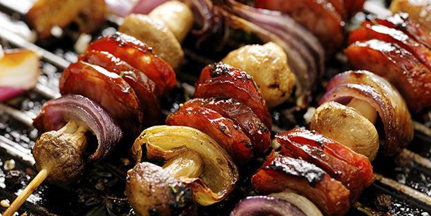 Brochette de chorizo, champignons et oignons