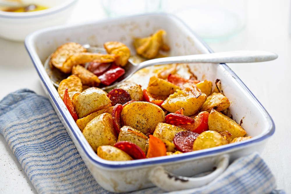 Pommes de terre au four, au chorizo et au poivron rouge